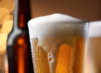 Le ponía laxante a la cerveza de su esposo para hacerle creer que era alérgico a beber