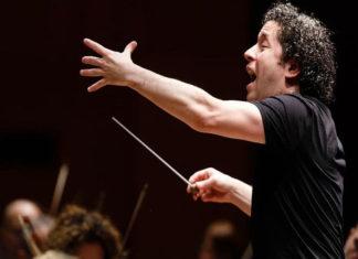 Dudamel seguirá al frente de la Filarmónica de Los Ángeles hasta 2026