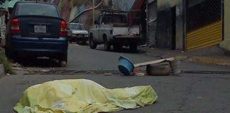 Localizan muerto en plena calle a un hombre sin identificar en El Cementerio