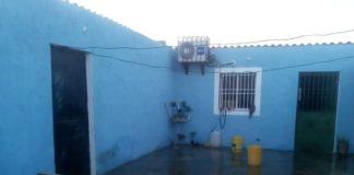 Balean a pareja en la puerta de su casa en Punta Cardón