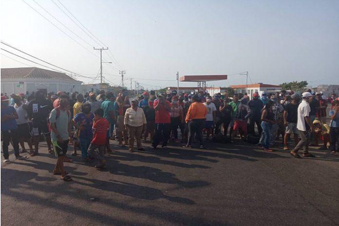 Fotos  ¡Queremos gasolina!, claman pescadores de Punta Cardón