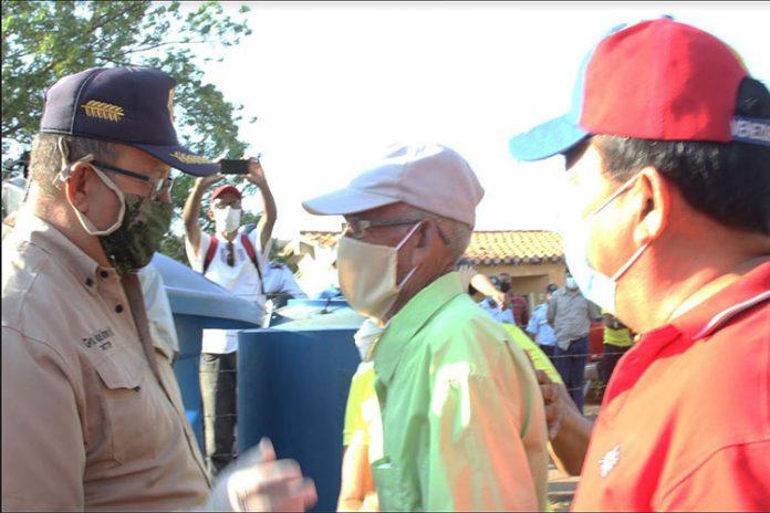 Ejecutivo regional apoya con distribución de agua en Zamora