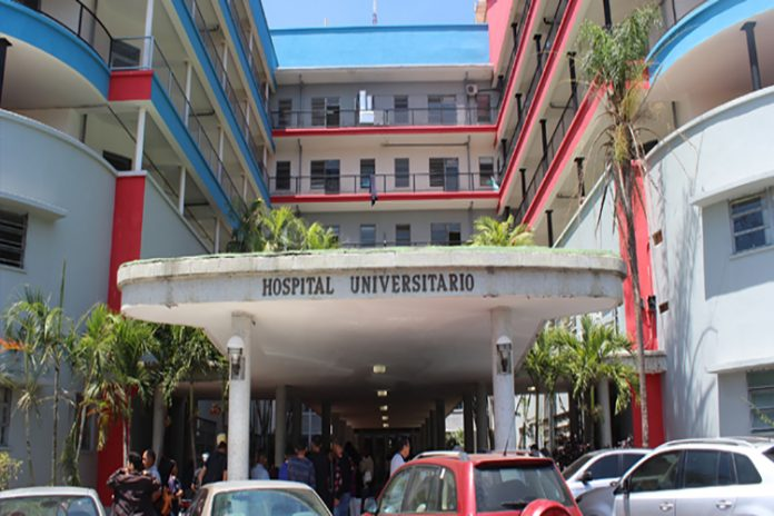 Médico del Hospital Clínico Universitario podría tener COVID-19