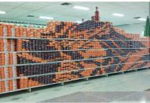¡Increíble! Empleado del supermercado Hiperlíder de Yaracuy crea imagen de Nazareno con paquetes de arroz (+Fotos)