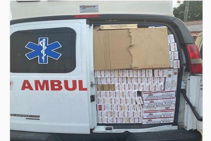 Militares transportaban contrabando de cigarros en una ambulancia