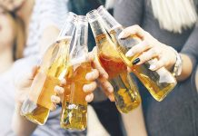 Recomiendan no tomar alcohol durante aislamiento por COVID-19