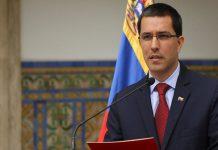 Arreaza no descarta que en lanchas de la Armada colombiana hayan entrado hombres armados al país