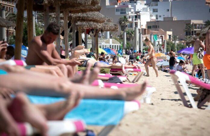 España comienza a recibir turistas completamente vacunados